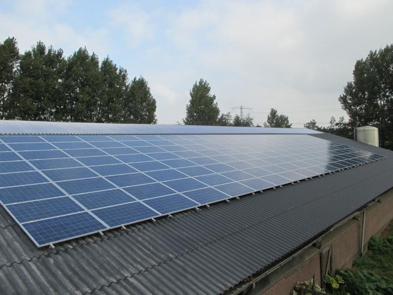 Zonnepanelen-op-het-dak-Baambrugge