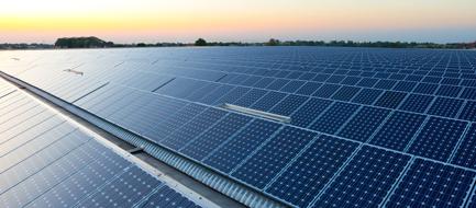 Installatie zonnepanelen gaat 'volle bak door'