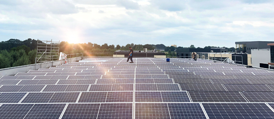 Zonnepanelen op het dak wekt zelf ook duurzame energie op