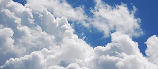 Stroomproductie zonnepanelen piekt juist op bewolkte dagen
