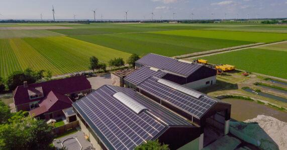 Zonnepanelen op het dak ziet grote toekomst batterijen