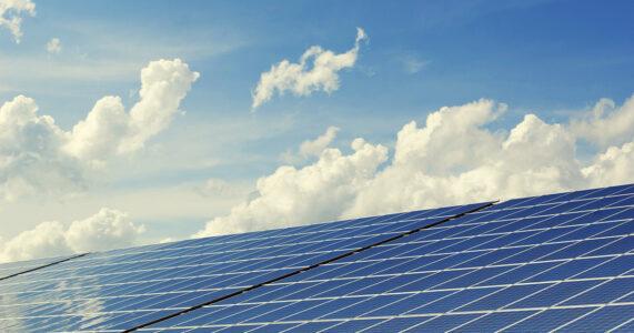Tweede Kamer stemt voor motie om zonnepanelen op daken de norm te laten worden